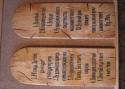 Medžio suvenyrai su rašto vietomis